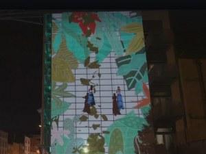 Пловдивчанин рисува с мултимедия по сграда в Дъблин