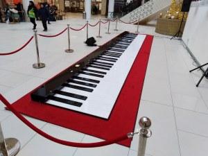 Най-голямото пиано в света свири в Пловдив
