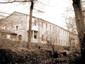 Втората по големина текстилна фабрика край Пловдив тъне в разруха