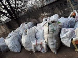 Събраха цял камион боклуци от коритото на река Марица в Пловдив