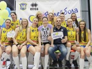 Eмоции, усмивки, автографи и снимки с Марица в пловдивски мол