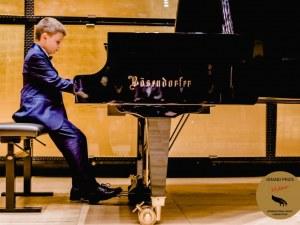 8-годишният пловдивчанин Борис Дюлгеров покори Лондон, свири в Royal Albert Hall