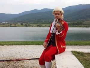 Моцарт от балкона на Пловдив (Видео)