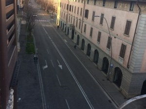 Италианка от Бергамо: Постоянно чуваме линейки, а вестниците са пълни с некролози