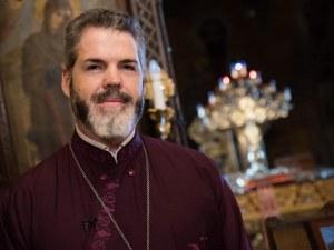 Митрополит Антоний ще донесе Благодатния огън в България
