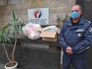 Служители на МВР с дарение за пловдивски медици