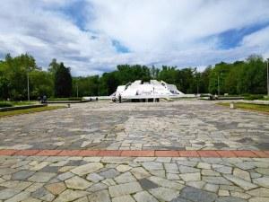Пловдивчани показаха дисциплина в разходките на Братската могила (Фотогалерия)