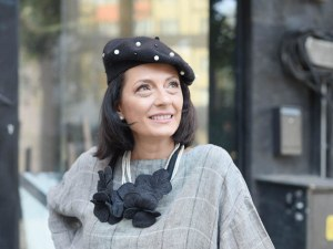 Яна Костадинова: Картините резонират с енергията на времето и ръката на автора