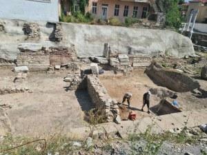 Пловдивчани вървят по пътя на древните филипополски граждани във Форум Север