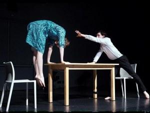 """Холандски хореографи """"събуждат серия от снимки в жив фотоалбум в Пловдив"""