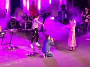 """Лора и Костадин си казаха """"Да"""" на концерта на Графа на Античния (Видео)"""
