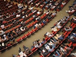 Млади обсъждат иновациите във винопроизводството в Пловдив