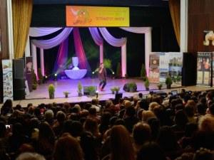 """Талантливи деца и младежи от цялата страна ще мерят сили в конкурса """"Петнадесет лалета"""" в Хисаря"""