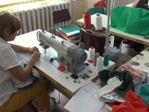 Хора с увреждания изработиха над 300 знамена за празника на Съединението в Пловдив