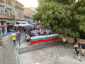 Младеж изсвири химна с тромпет на протеста в Пловдив
