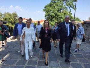Посрещнаха с цветя Марияна Николова в Пловдив