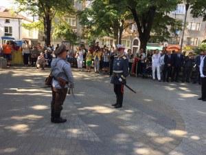 Цар Фердинанд обяви Независимостта на България в Пловдив- десетки гледаха възстановката