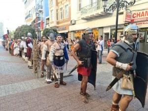 Гладиатори с марш по Главната на Пловдив и с дуели на Римския стадион (Фотогалерия)