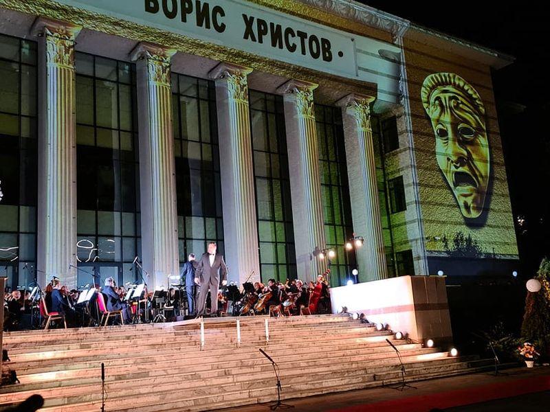 """Домът на културата """"оживя""""! Бляскав оперен спектакъл на открито омагьоса пловдивчани"""