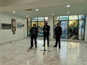 Вежди Рашидов изненада с подарък две картини писателя и колекционер  Христо Стоянов