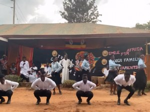 """Ентусиасти в Уганда потропват """"Гроздана"""" на ансамбъл """"Тракия"""" (Видео)"""