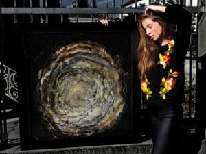 Красива художничка от Пловдив реди първата си изложба