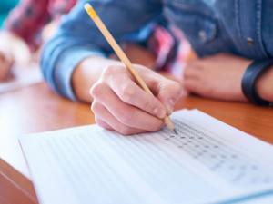 Учениците от Пловдив от 5. до 12. клас остават онлайн още две седмици
