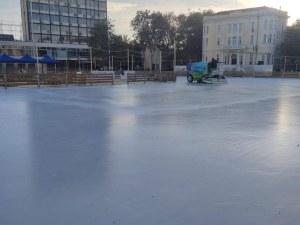 Ледената пързалка в Пловдив опустя, Главната – необичайно тиха