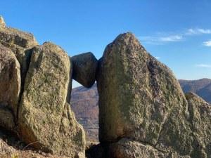 Слънчевата врата над Розовец – чудесен маршрут за слънчев ден