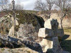 Каменен кръст при светилище на село Ветрен става туристическа забележителност