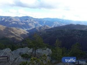 На час път от Пловдив: Червената скала разкрива възхитителна гледка към Родопите