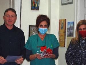 """Първолаци от Пловдив казват """"благодаря"""" на медиците от Военна болница"""