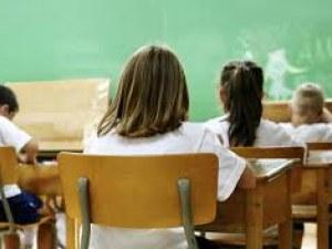 Връщат всичко ученици в клас при две условия