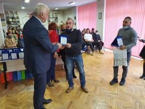 Здравко Димитров награди най-добрите ученици и учители на Спортното училище