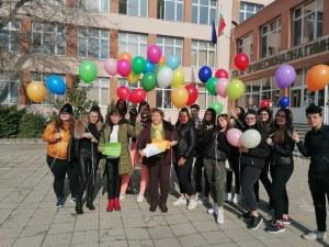 Разноцветни балони се издигнаха над пловдивско училище
