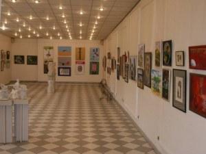 Талантите от Художествената гимназия с мащабна изложба в Пловдив