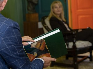Най-новата галерия в Пловдив показва бюст на Иван Вазов с подписа му