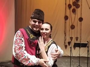 """Гайдар предложи брак на танцьорка от ансамбъл """"Тракия"""" на концерта им в Пловдив"""