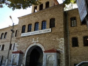 Монасите от Бачковския манастир помагат на бездомни хора