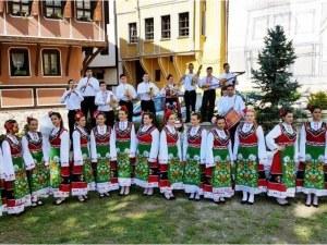 Деца – пазители на фолклора, танцуват с големите трупи на България на Античния театър