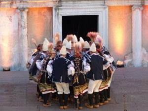 Талантливи пазители на фолклора подариха емоционален спектакъл на Пловдив