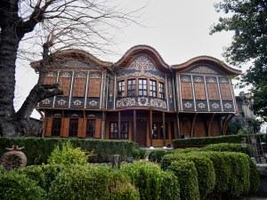 Уреди за красота и кухня от началото на 20. век показва изложба в Пловдив