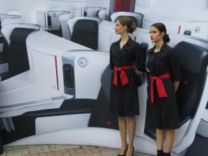 3D самолетна кабина забавлява минувачите пред Дома на културата