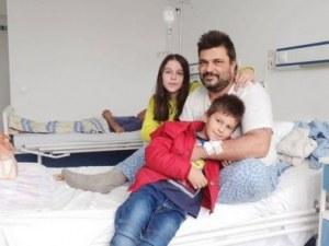 Самотен баща се нуждае от помощ в борбата с рядка болест
