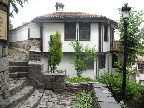 Къща за гости Art House – Hombre